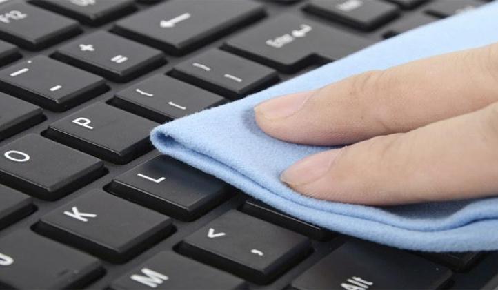 Consejos para eliminar los restos de suciedad del teclado