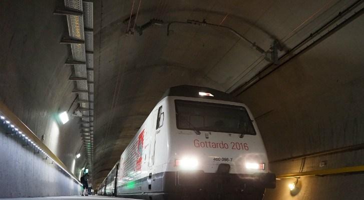 Túnel ferroviario más largo del mundo entra en funcionamiento