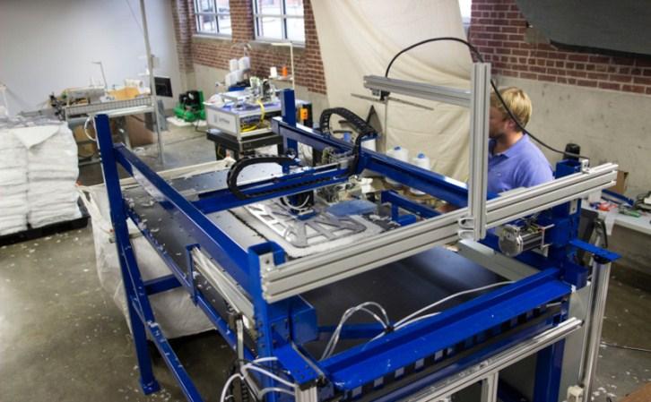Sewbot: Moderno robot textil capaz de fabricar 800 mil prendas diarias