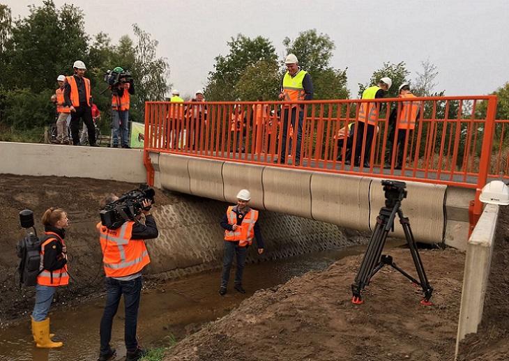 Inauguran puente de hormigón impreso en 3D para ciclistas