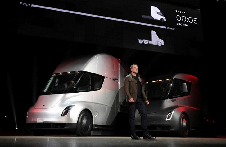Tesla presenta su primer camión eléctrico llamado Semi