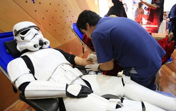 """Perú: Voluntarios y personajes de """"Star Wars"""" donaron sangre"""