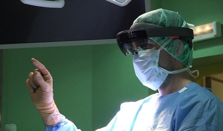 Modernas gafas holográficas para operaciones al corazón