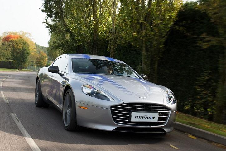 Aston Martin muestra en acción su primer sedán eléctrico