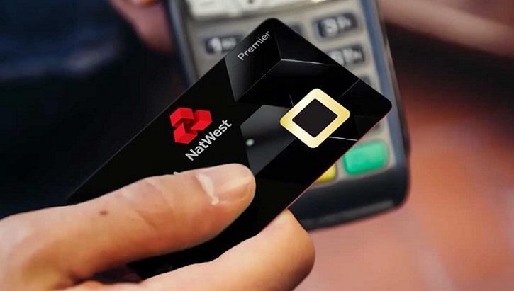 Nuevas tarjetas de débito con lector de huellas dactilares