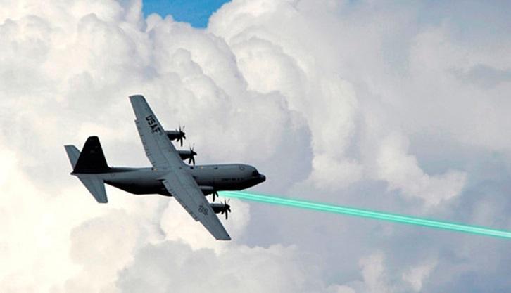 EE.UU. prueba con éxito un arma de 'rayos láser' para derribar misiles
