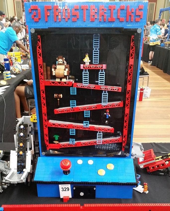Máquina Arcade del Donkey Kong hecha con piezas de LEGO