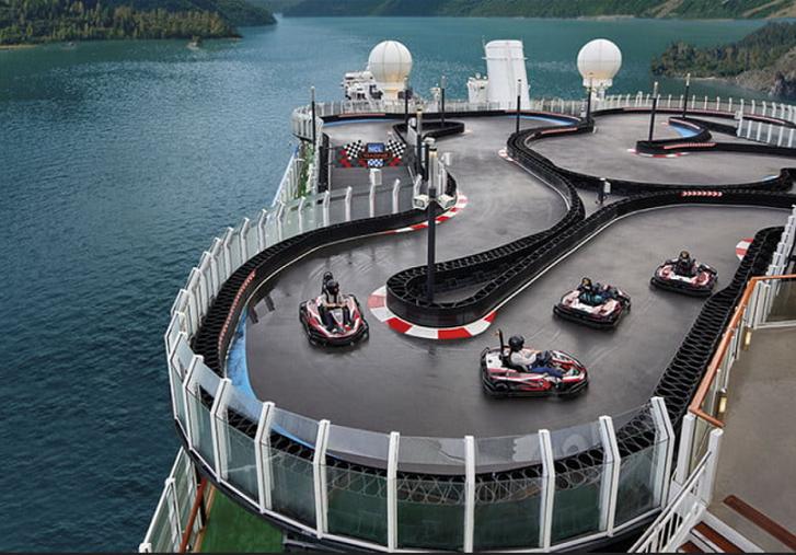 Una pista al estilo Mario Kart hecho realidad en la cubierta de un crucero